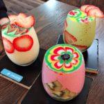 【imore(アイモア)/江ノ島】インスタ映えすぎるスムージーを飲む!毎回異なるアートとフルーツトッピングが楽しみな1杯!